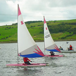 Junior sailing with Optimists & Toppers